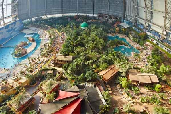 Parque Acuático en Hangar Aleman
