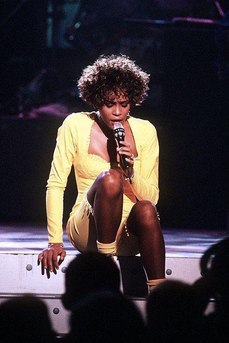Whitney Houston durante un concierto de televisión en 1991